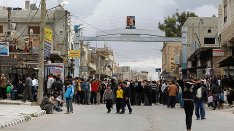 Protesters gather near the Omari Mosque in the southern old city of Deraa, March 22, 2011 © Khaled al-Hariri