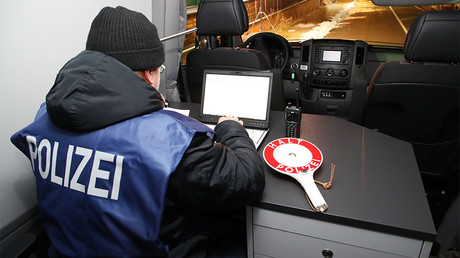 FILE PHOTO: A police officer checks the ID with a mobile data device at the former border crossing point Germany/Czech Republic near Schoenberg, Germany, 13 December 2017. © Bodo Schackow dpa / Global Look Press