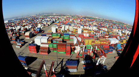 Container terminal at the Port of Qingdao, China © Yu Fangping / Global Look Press