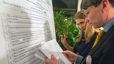Votes counted at Russian presidential elections © Maxim Bogodvid