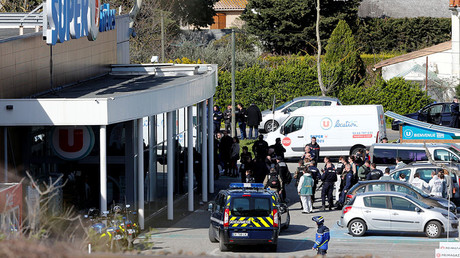 A general view shows gendarmes and police officers at a supermarket after a hostage situation in Trebes, France, March 23, 2018. © Jean-Paul Pelissier