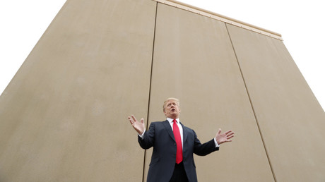 US President Donald Trump speaks while viewing US-Mexico border wall prototypes in San Diego, California, on March 13, 2018. © Kevin Lamarque / Reuters