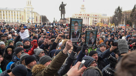 Calls for authorities to resign as hundreds rally in Kemerovo, Russia after deadly mall inferno