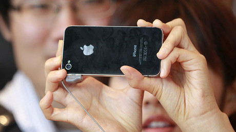 A woman takes a picture of herself using Apple's iPhone 4 in Seoul, South Korea © Jo Yong-Hak