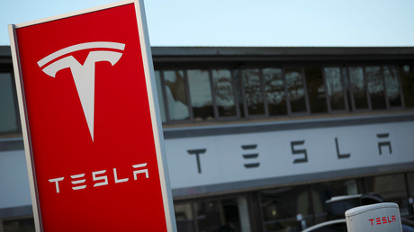 Tesla faces tough questions after fatal highway crash