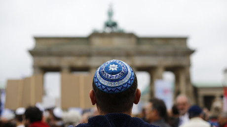 A man wearing a kippah waits for the start of an anti-Semitism demo, September 14, 2014 / Thomas Peter