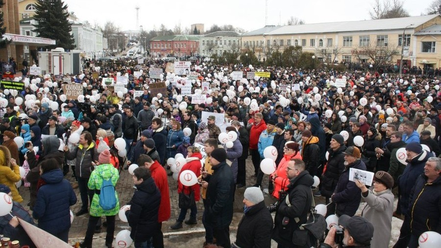 'Shut it down!' Thousands demand closure of poisonous landfill in Moscow Region (VIDEO)