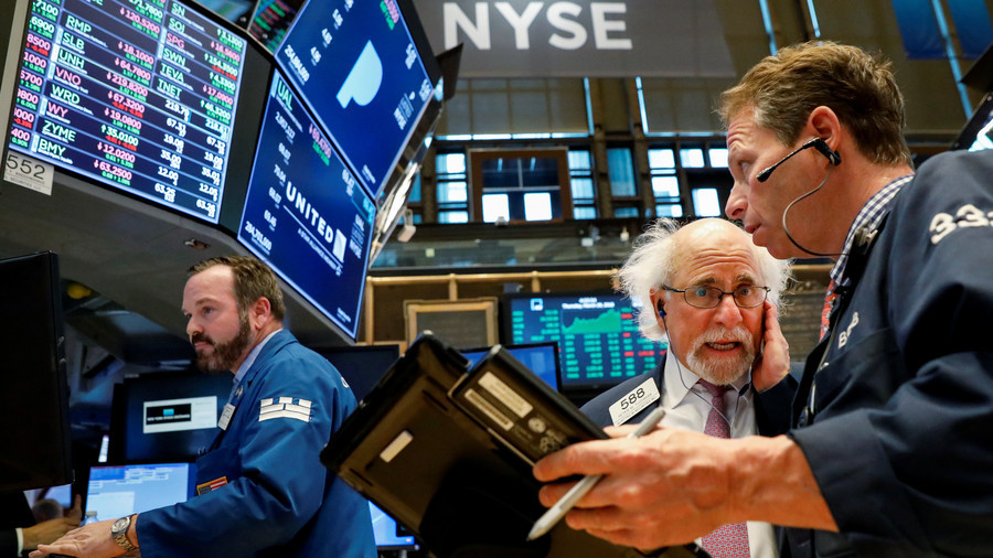 Dow drops 500 points as Amazon tumbles, trade war fears rise