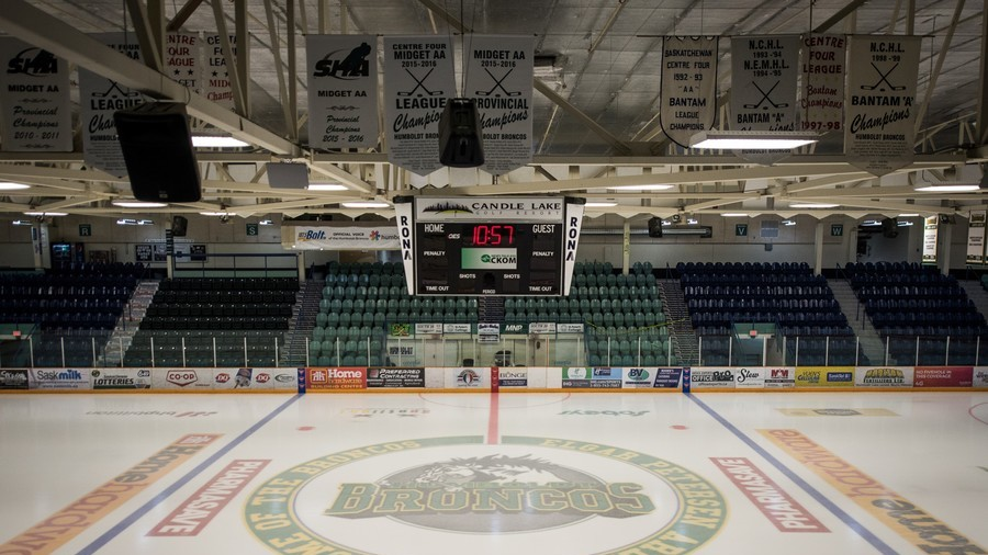 15 dead as bus with junior hockey team collides with truck in Canada