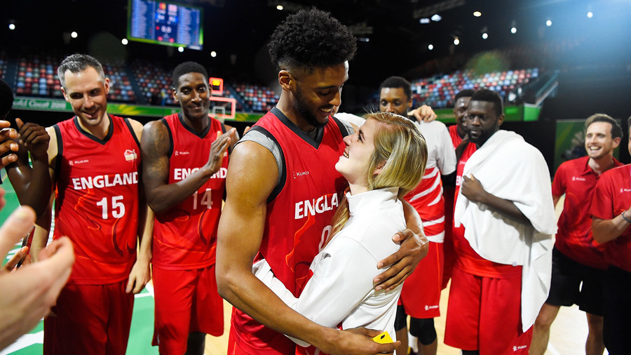 English basketball player proposes to girlfriend on-court at Commonwealth Games (VIDEO)