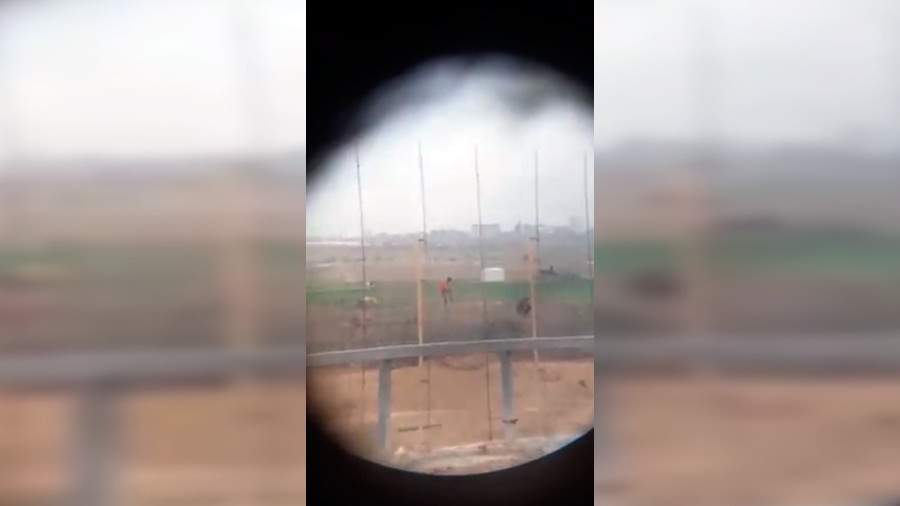 Israeli sniper shoots motionless Palestinian at Gaza border to sound of cheers (VIDEO)