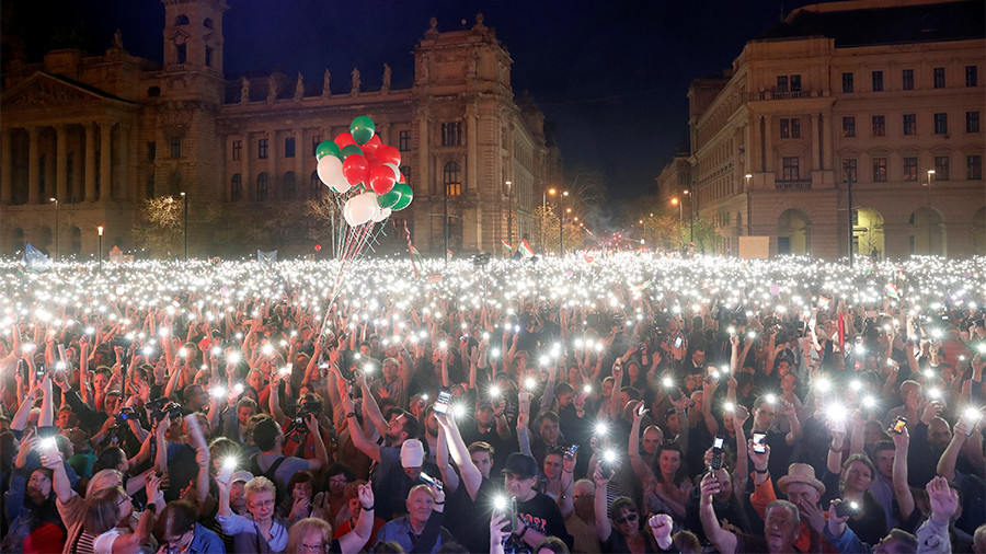 'We are the majority': Thousands rally against Viktor Orban's re-election in Hungary (VIDEO)