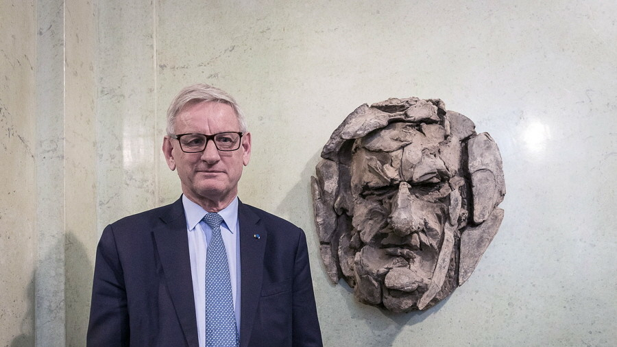'Looks like a Norwegian troll': Bust of former Swedish PM mocked mercilessly