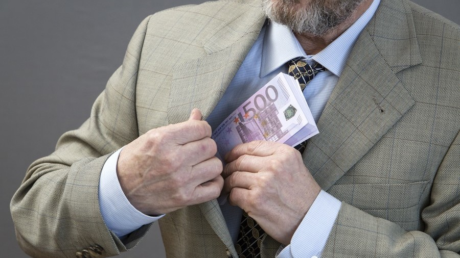 New Russian bill orders sacking of MPs whose spend exceeds official income
