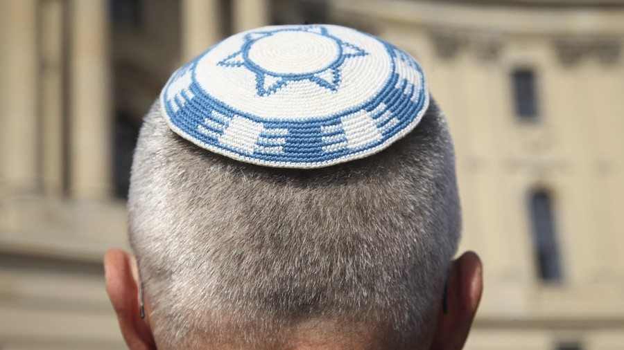 Kippah and the city: German Jews urged to avoid wearing skull caps after Berlin attack