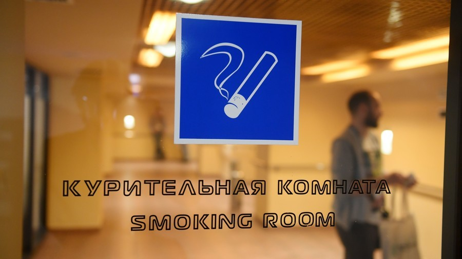 Duma committee approves proposal for return of smoking rooms in Russian airports