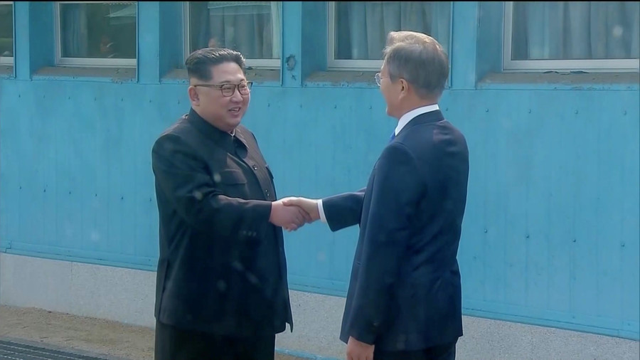 Historic meeting between North & South Korea leaders kicks off (VIDEO)