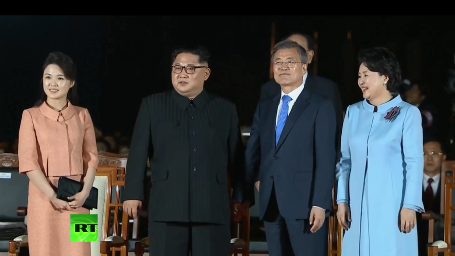 K-pop & light show: North & South Korean leaders passionately part after historic meeting (VIDEOS)