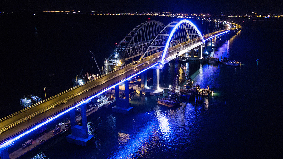 Illumination of Crimean Bridge arch dazzles night sky (PHOTOS, VIDEO)