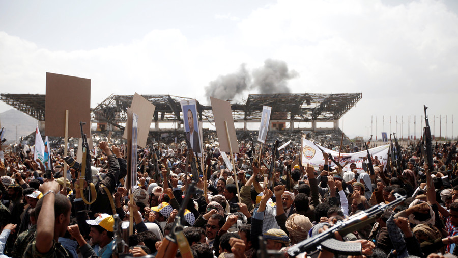 Airstrike reported close to crowds at Yemeni politician's funeral (VIDEOS)