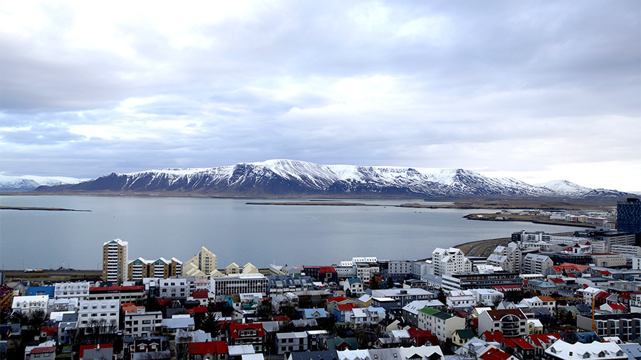 Dream job: Airline to pay new hires $4k a month to live in Iceland & travel the world