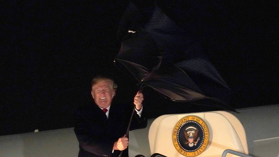 'Is he receiving messages from Russia?' Trump battles against umbrella, Twitter laughs (VIDEO)