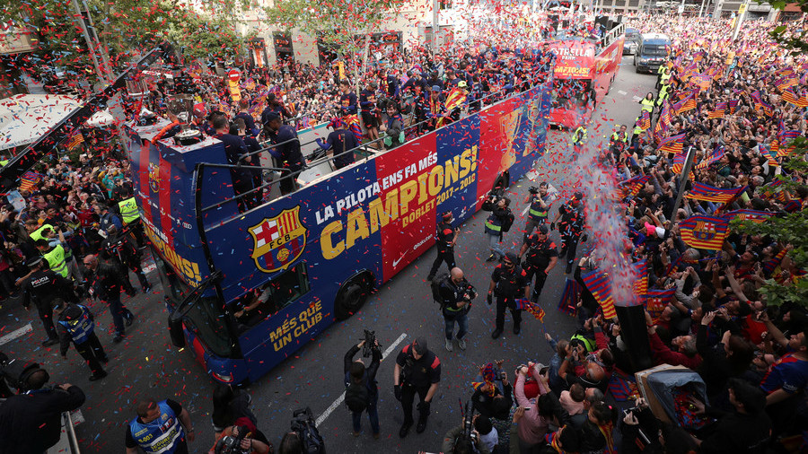 Pique snatches Ruptly's camera to film Messi & Suarez celebrating Barca's title