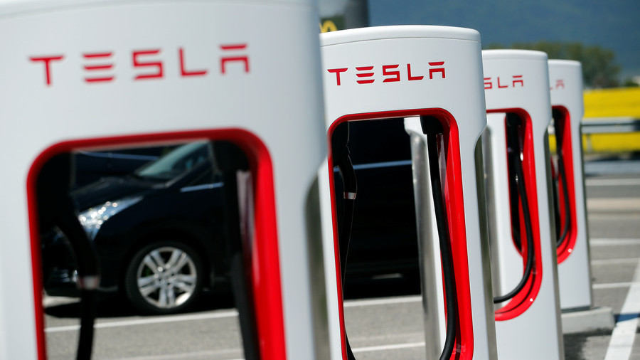 No longer tech darling? Tesla is losing $6,500 every minute