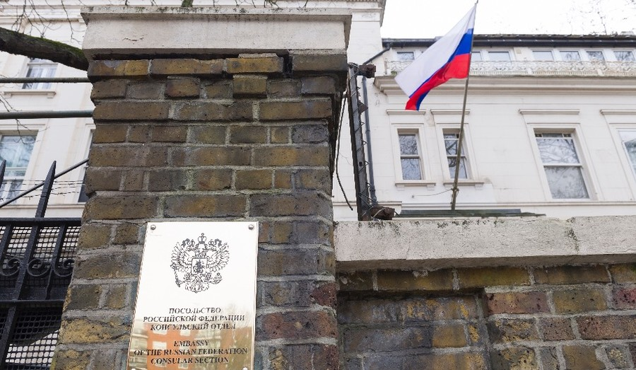 Russia-blaming media & Tories roasted online over hasty Skripal claims