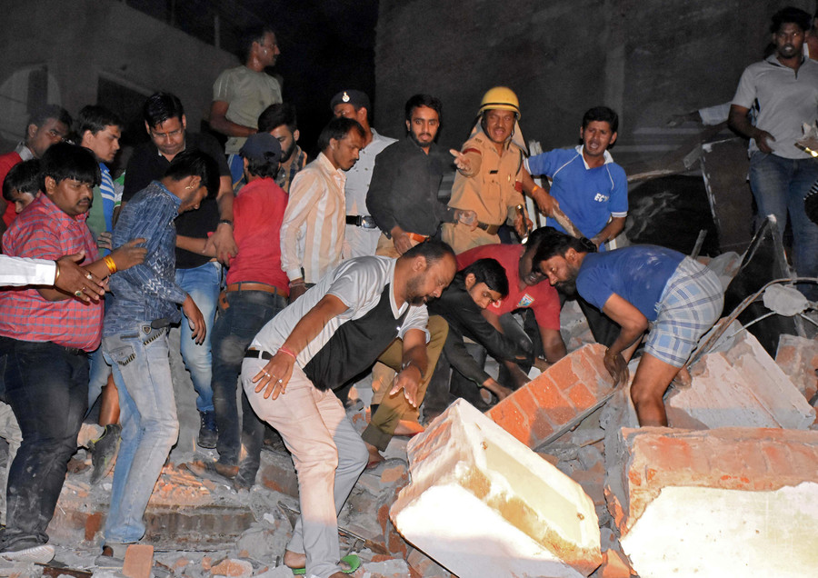 10 killed after car crash triggers Indian hotel collapse (PHOTOS)