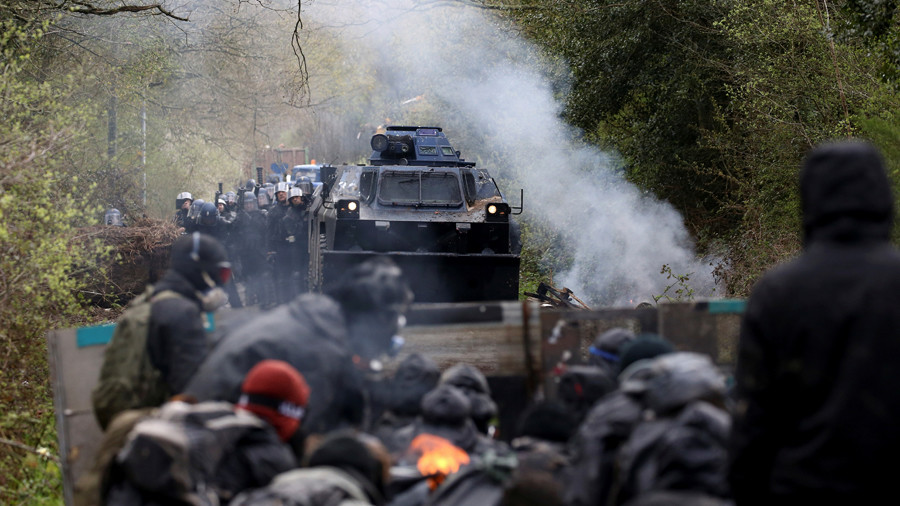 French police use tear gas & water cannons against thousands of eco-activism protesters (VIDEO)