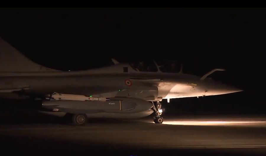 Paris releases VIDEO of military planes taking off to bomb Syria