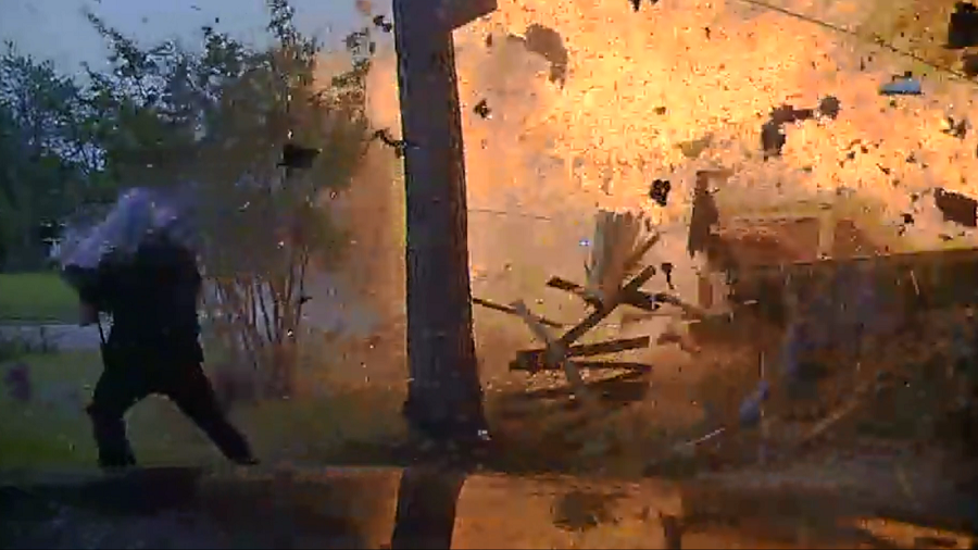 5 injured after car crashes into Texas house & triggers fiery explosion (VIDEO)