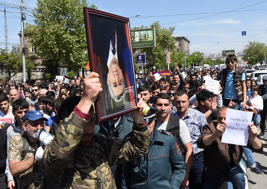 Over 230 detained in Armenia as mass opposition protests continue (PHOTOS)