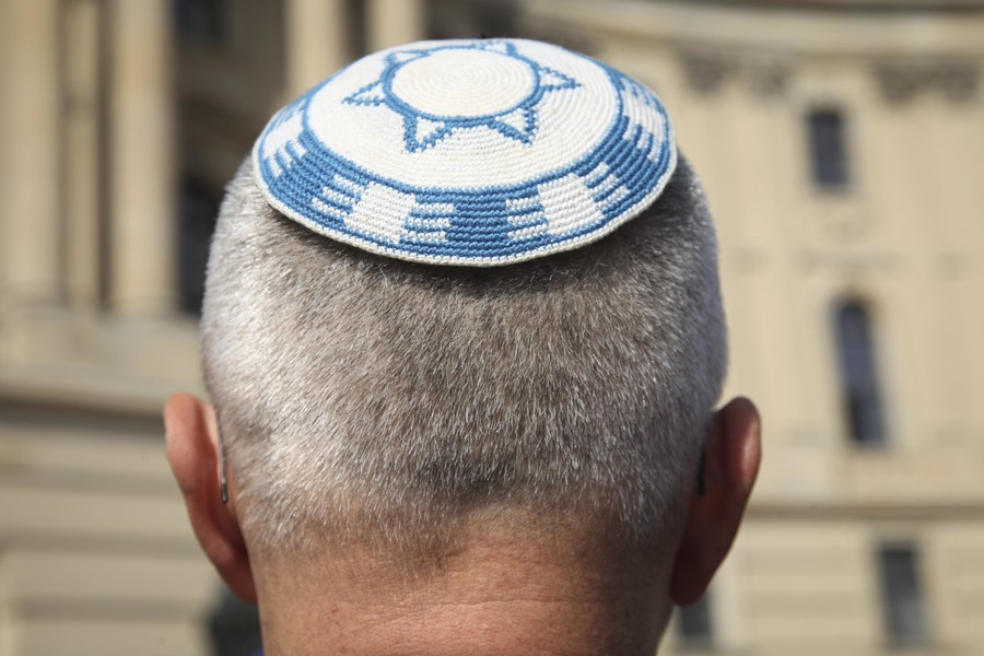 Hundreds turn out for kippah-wearing rally in Berlin amid spike in anti-Semitism (PHOTOS)