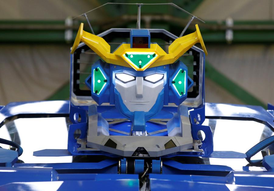 Transformer car/robot rolls out in Japan (VIDEOS)