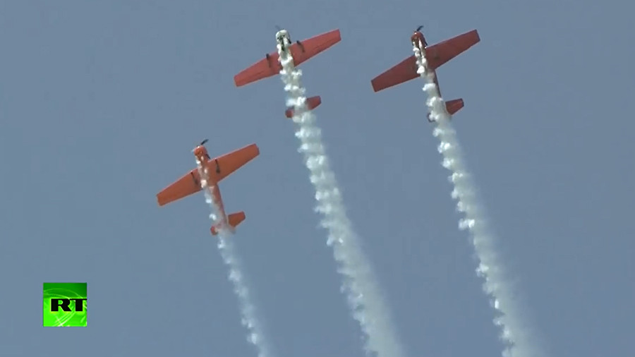 Hair-raising stunts: Aerobatic teams amaze public at Chinese air show (VIDEO)