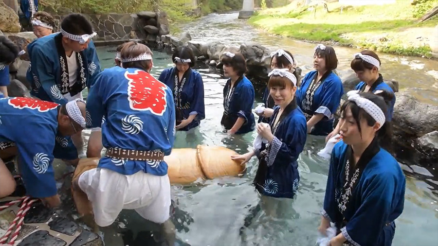 Big in Japan: Giant wooden penis carried down mountain for fertility fest (VIDEO)