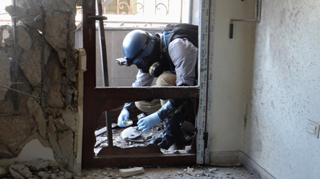 FILE PHOTO: A UN chemical arms expert inspects a site near the Syrian capital of Damascus on August 29, 2013 ©  Ammar Al-Arbini
