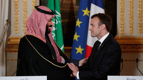 French President Emmanuel Macron and Saudi Arabia's Crown Prince Mohammed bin Salman shake hands following their press conference at the Elysee Palace in Paris, France, April 10, 2018. © Yoan Valat