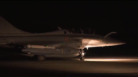 French military planes taking off for Syria © Reuters