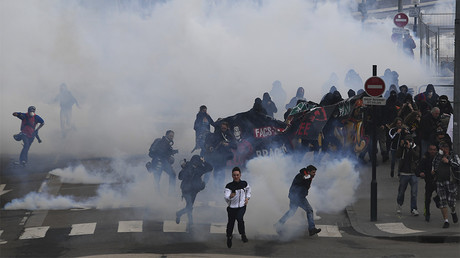 Police use water cannons and tear gas to clear protesters during a demonstration in support of the Notre-Dame-des-Landes ZAD anti-airport camp on April 14, 2018 © Damien Meyer