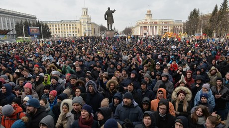 Participants in a spontaneous rally in memory of those killed in a fire at the Zimnyaya Vishnya shopping mall, in front of the Kemerovo administration building on Sovetov Square © Alexandr Kryazhev