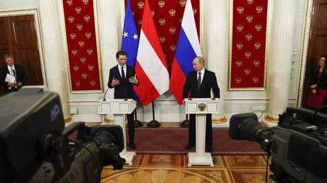 Russian President Vladimir Putin (2nd R) and Austrian Chancellor Sebastian Kurz (2nd L) attend a news conference after the talks at the Kremlin in Moscow, Russia February 28, 2018. © Grigory Dukor