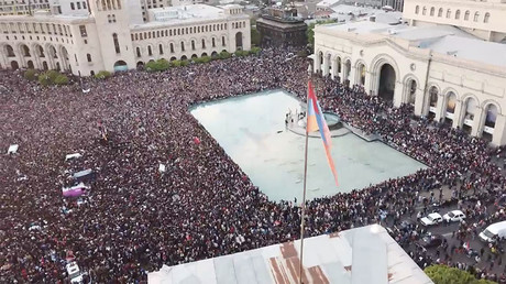 Drone captures scores of Armenian protesters as PM Sargsyan steps down (VIDEO)