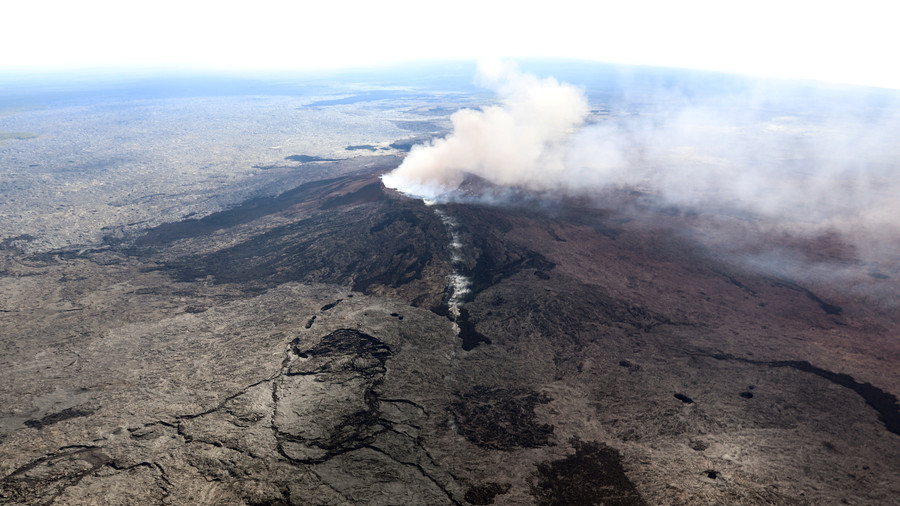 Powerful 6.9 quake, numerous aftershocks hit Hawaii's Big Island near erupting volcano