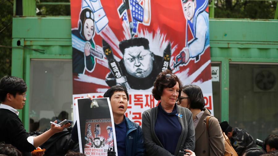 South Korea disrupts launch of defectors' propaganda leaflets against Kim Jong-un (PHOTOS)