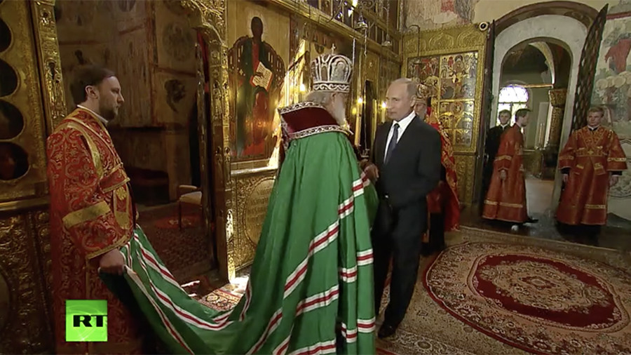 Putin blessed by Patriarch Kirill after being sworn in (VIDEO)