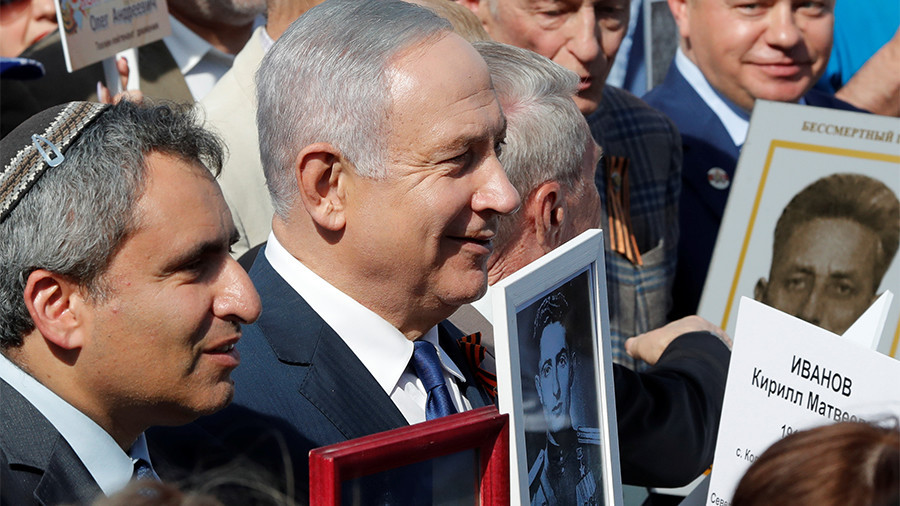 Netanyahu carries photo of Soviet Jewish WWII hero at Immortal Regiment march in Moscow (PHOTO)