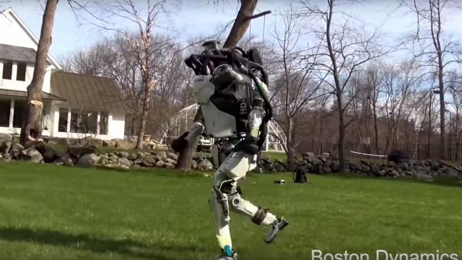 Humanoid robot Atlas can jump over obstacles and hunt you down (VIDEOS)
